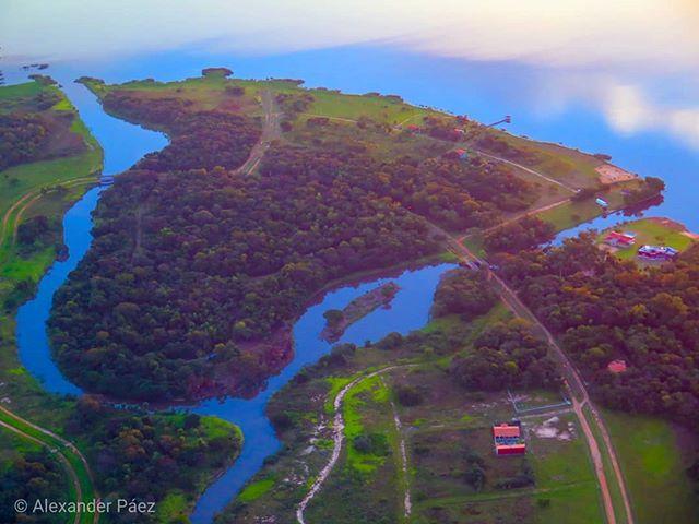 Desde el cielo (una vista desde lo alto del #ypacarai en #Paraguay ) #landscape #wallpaper